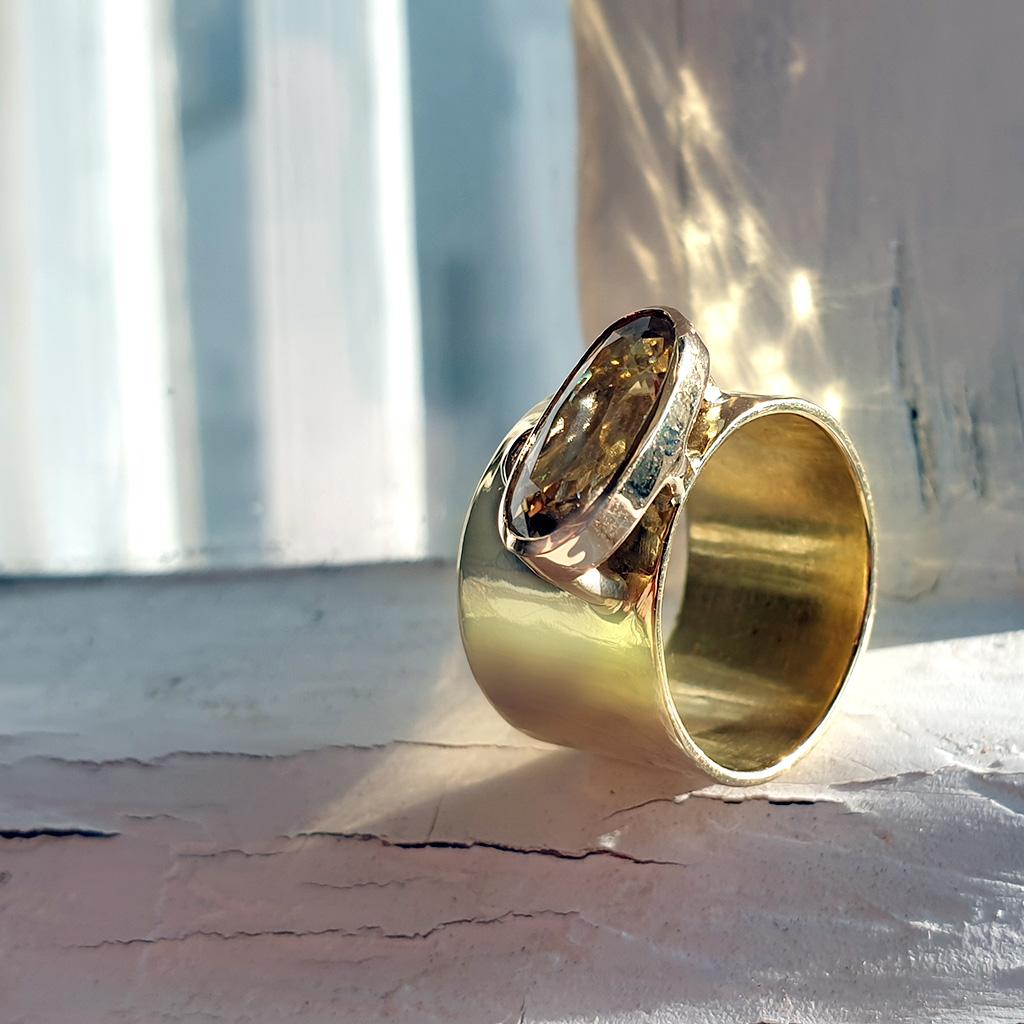 Goldring mit natürlichem Zirkon und einem Brillanten